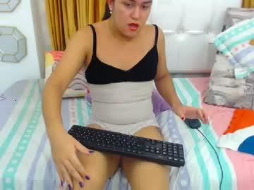 laauuraa_
